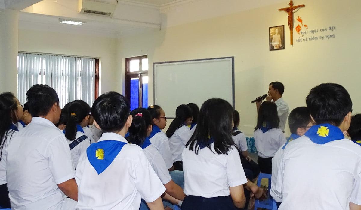 Hien Linh parish teaches children about child protection and safeguarding